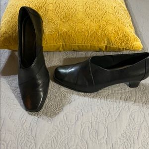 Aravon by New Balance black heels size 8.5